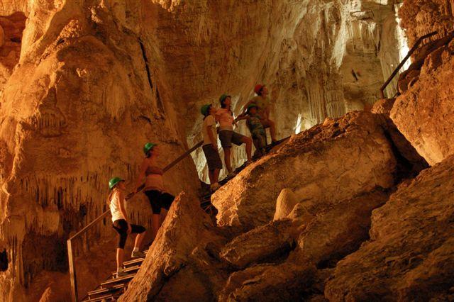 Turistas na gruta