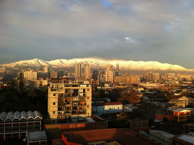 imagem-de-cidade-com-montanha