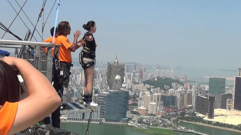 imagem-de-turista-no-sky-jump-china