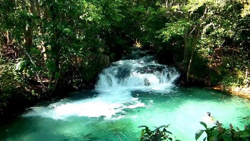 imagem-de-cachoeira-com-água-cristalina-jalapão