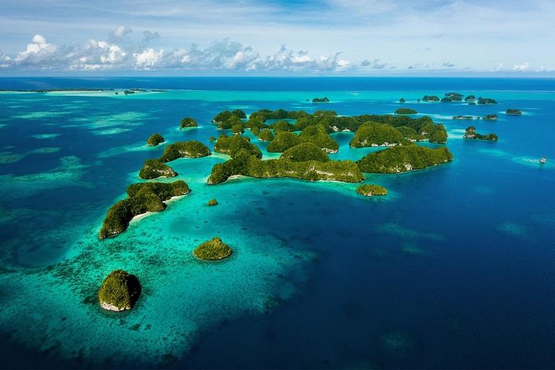 imagem-de-ilhas-em-mar-azul