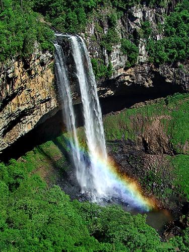imagem-de-cachoeira-com-arco-iris