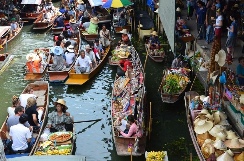 imagem-de-mercado-em-barcos-no-rio