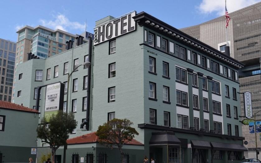 imagem-da-fachada-de-um-hotel