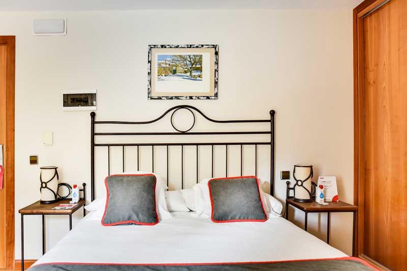 Escapada Romántica en habitación doble hotel el corzo puerto de navacerrada