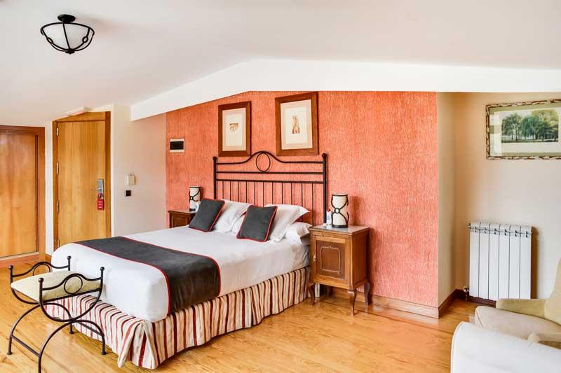 Escapada Romántica en habitación tipo suite hotel el corzo puerto de navacerrada