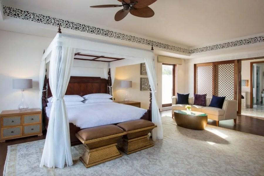 Royal_Residence_Mstr_King_Bedroom