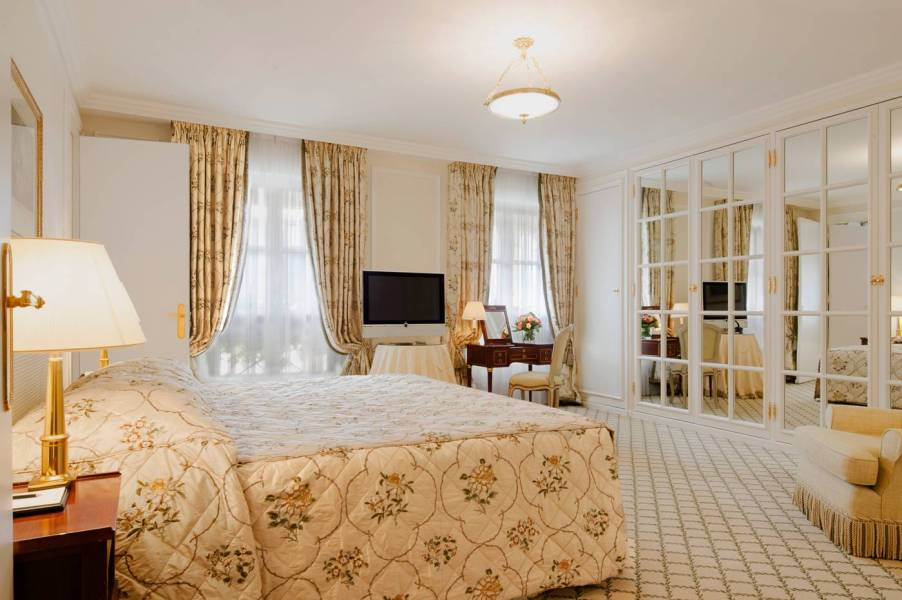 LeBristolParis-TheTerraceSuite-Room_9253