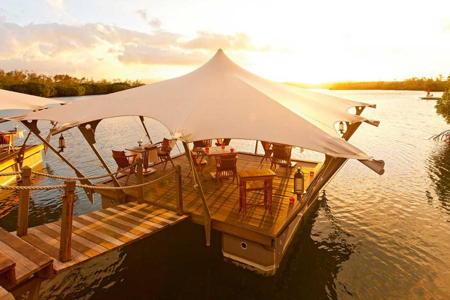 prince-maurice-barachois-floating-restaurant-18