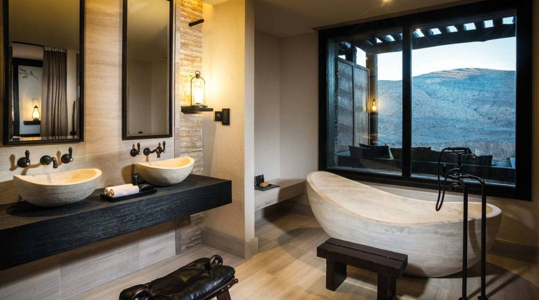 10-suite-bathroom-02