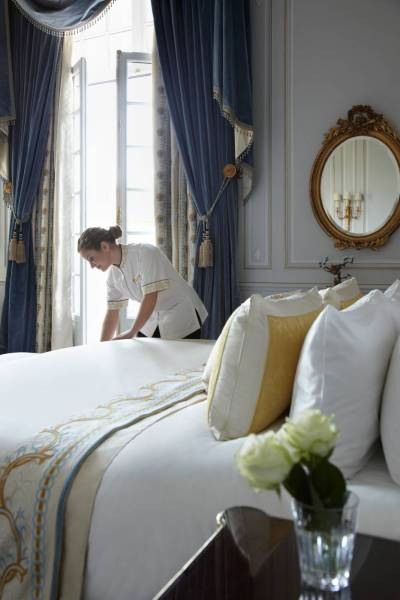 suite-imperiale-detail-shangri-la-hotel-paris