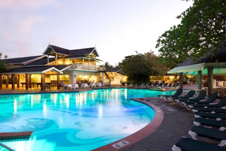 [HQ]_Sandals-Halcyon-Beach-Pool-at-Night