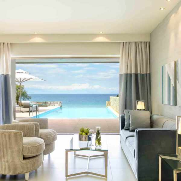Sani_Club_2Bedroom_Family_Suite_Private_pool_01
