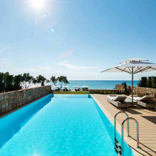 Sani_Club_2Bedroom_Family_Suite_Private_pool_04