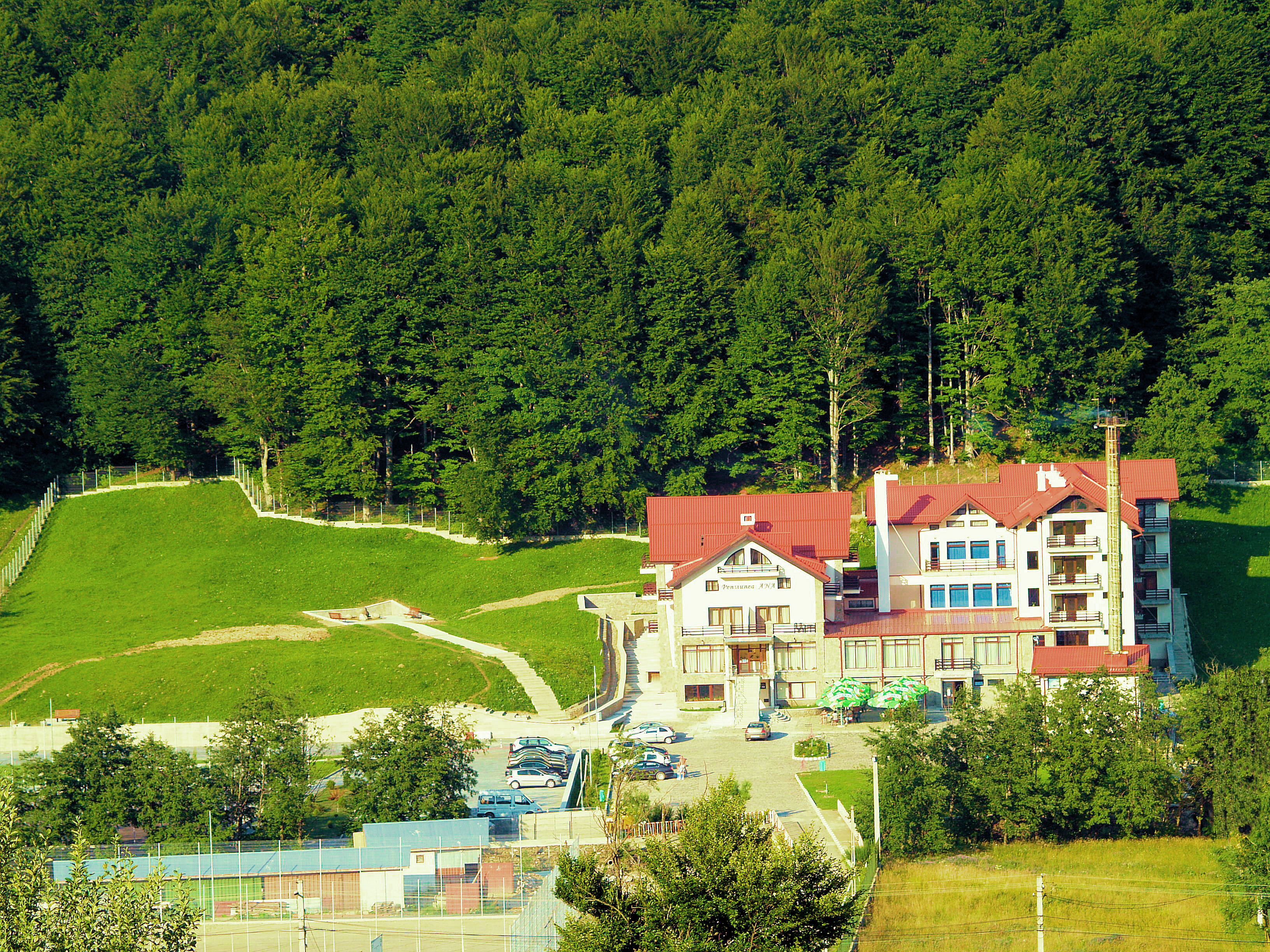 Slide Exterior Hotel Floris Cheia