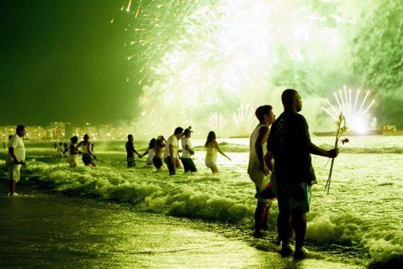 ритуал в честь богини океана Иеманжи.