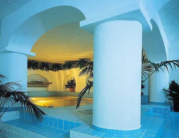 La Scogliera piscina termale coperta