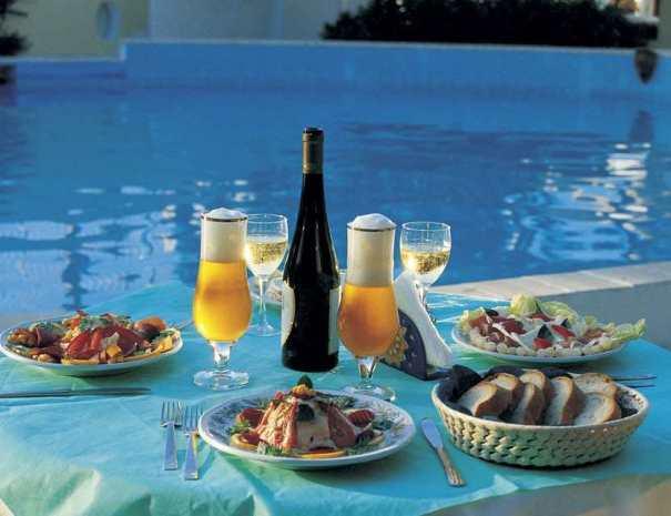 snack in piscina_compressed