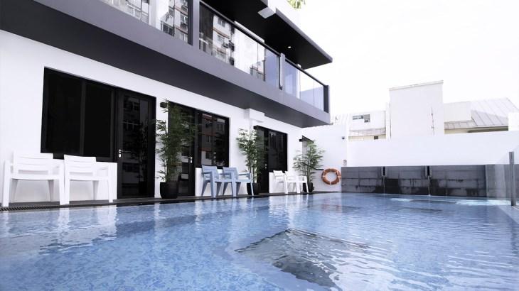 hotel swimming pool access