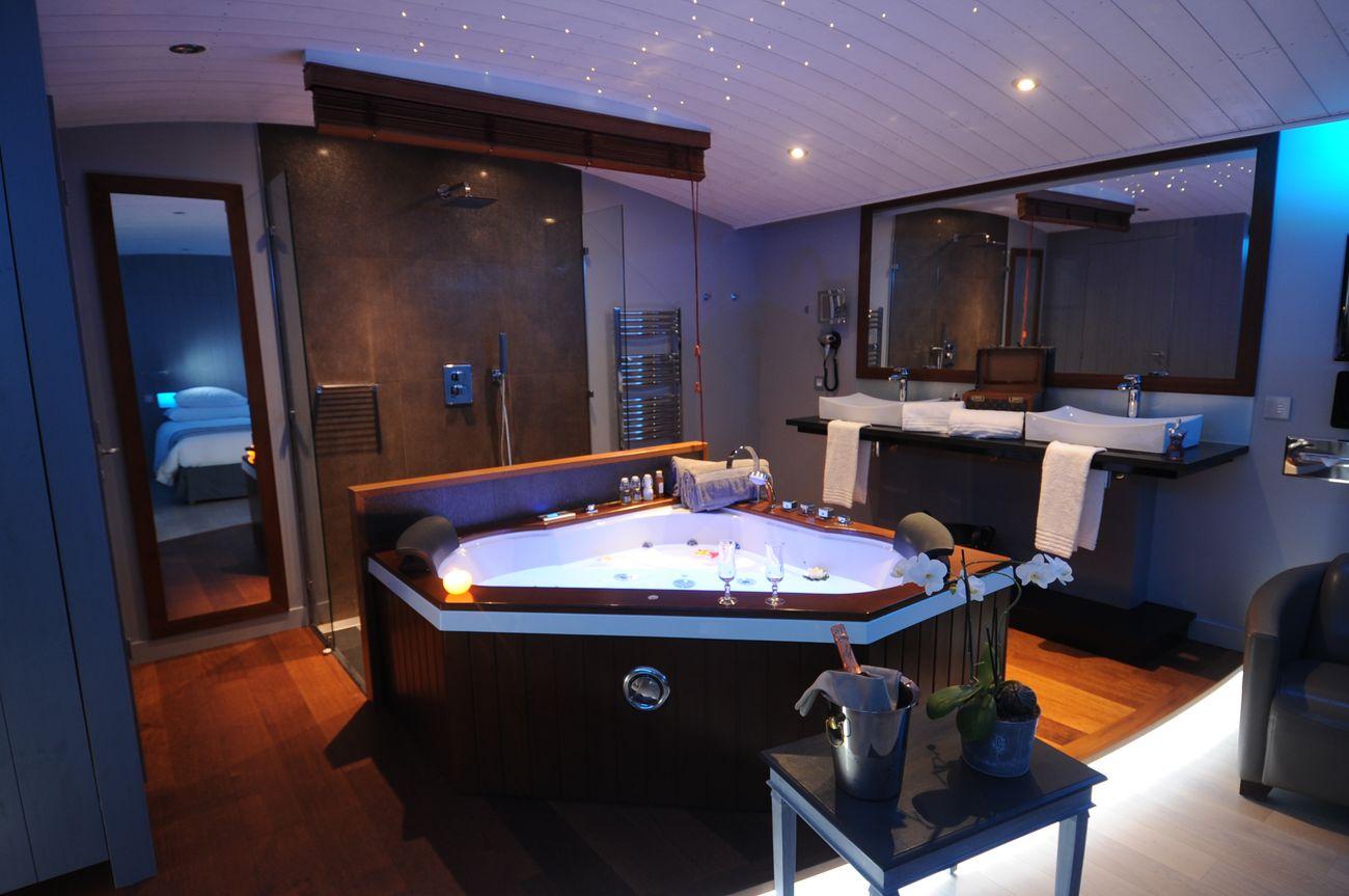 delassez vous dans une suite balneo luxe avec baignoire spa a deux pas de la plage hotels prives