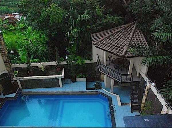 1. Scarlet Bukit Pakar Hotel