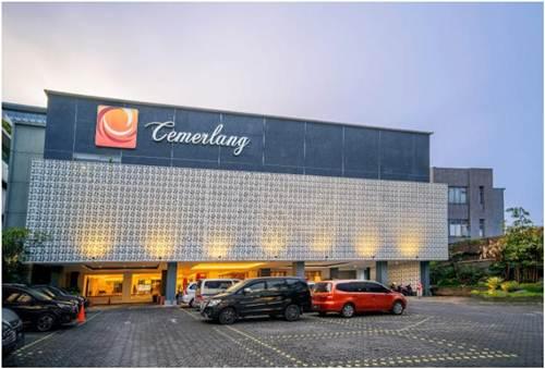 View Hotel Cemerlang Bandung di kala sore hari