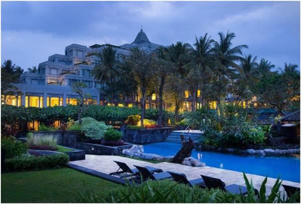 View Gedung Hotel Hyatt Regency Jogyakarta yang megah dan indah.