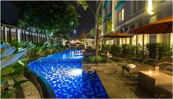 View Kolam Renang Hotel Burza Yogyakarta