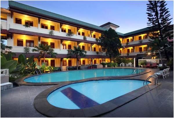 Kolam Renang Hotel Cakra Kembang Yogyakarta