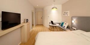 hotel-room-1600x808