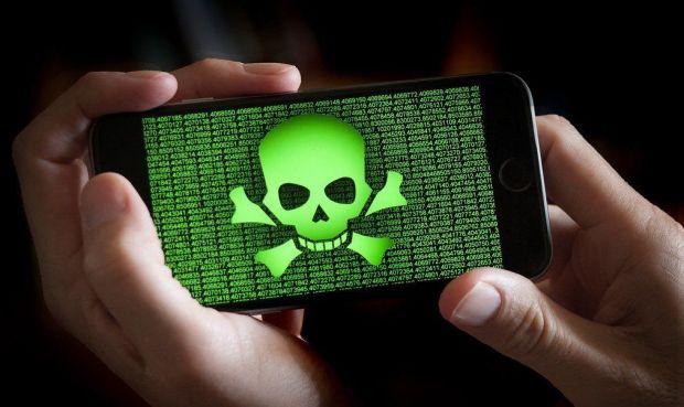 Китайские спецслужбы устанавливают шпионское ПО в смартфоны туристов