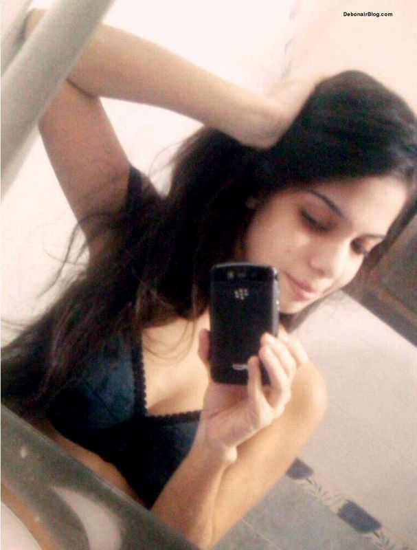 Desi college girl remove shirt and bra to show lovely boobs