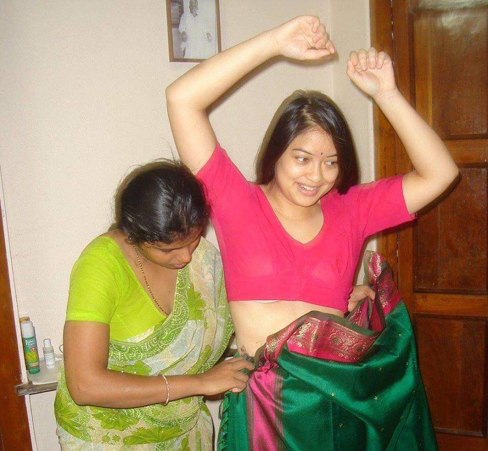 fat aunty saree navel