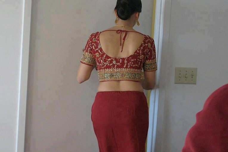 Aunty girls removing saree boobs photos