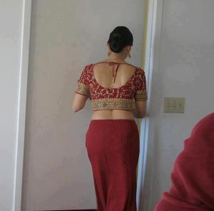 Aunty girls removing saree