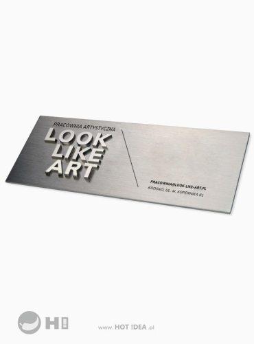 Solidny, przestrzenny szyld reklamowy ze stali nierdzewnej. Wieloelementowa tabliczka 3D z metalu.