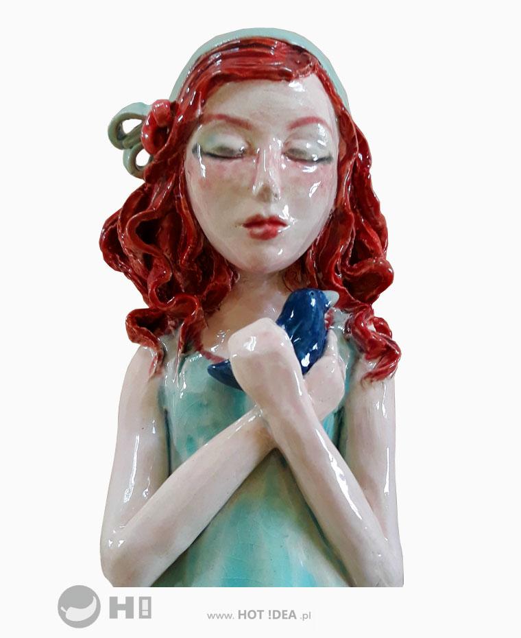 Dziewczynka z ptaszkiem - rzeźba ceramiczna, ceramika artystyczna - Magdalena Pelczar-Wieczorek