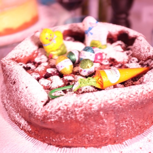 Cake dusted with icing sugar and decorated with Easter eggs