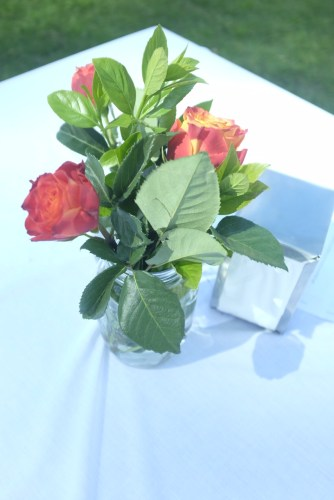 Fresh roses on the tables