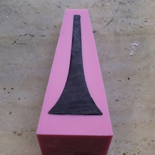 The heel resting in the mould