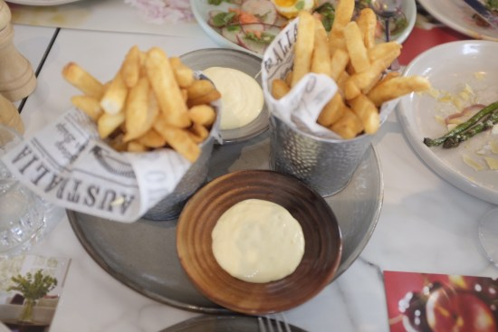 Hot chips with aioli