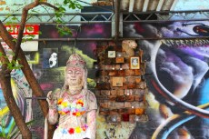 Inspirational Melbourne walking street-art tours of Melbourne with Hot & Delicious: Rocks The Planet.