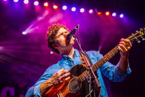 Vance Joy live at Verizon Theatre in Grand Prairie, Texas. Photo by Dan Wilkinson (Hot & Delicious: Rocks The Planet!).