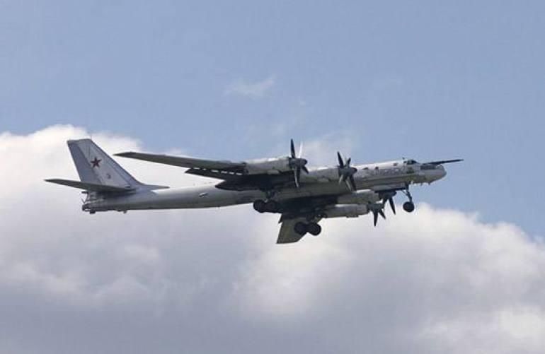 美日同盟相互抱团,俄图95MS飞跃日本海,专家:专挑敏感时刻亮相