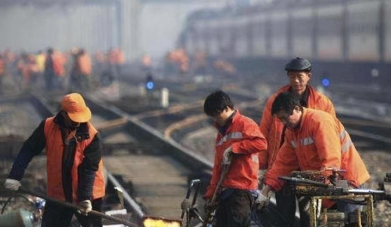 这是不信任我们?为防止中国出尔反尔,泰国送来百辆火车大米