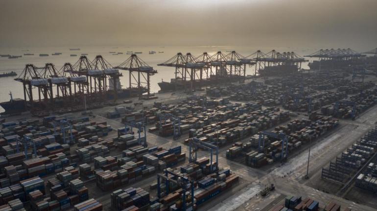 美国人心甘情愿买中国制造,贸易逆差不断扩大,美媒:特朗普错了