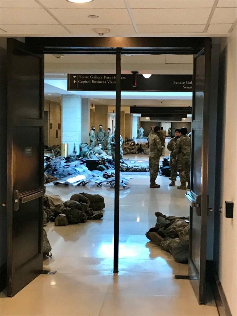 国民警卫队士兵驻守国会大厦  图源:《国会山报》
