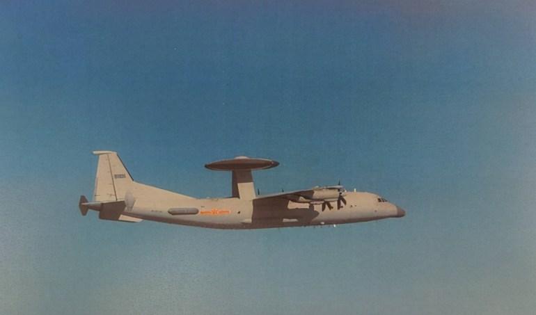 台西南不是法外之地,美军P8A接力闯入,解放军歼11紧急挂弹起飞