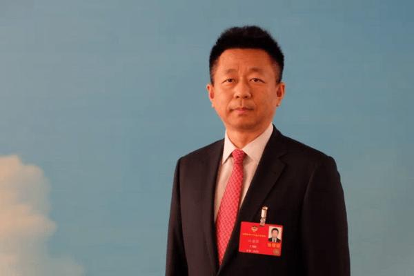 """从博士到董事长,他成功研发""""中国芯"""",打破欧美垄断,获党中央国务院表彰"""