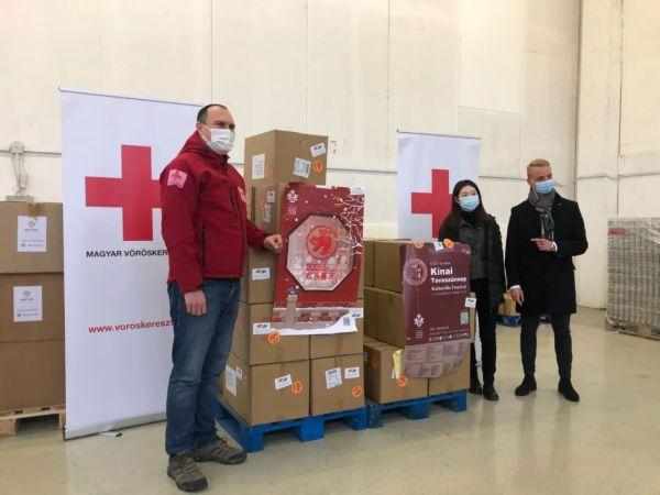 """""""中国春""""10万只口罩陆续捐出,匈牙利红会总经理中文拜年:感谢中国朋友"""
